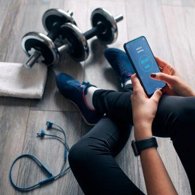 Girl,Uses,Fitness,App